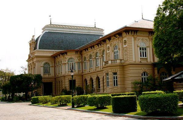 640px-Boromphiman_Palace