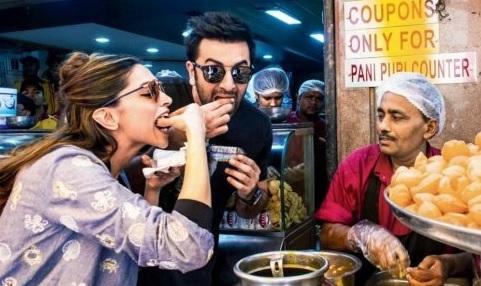 Deepika Padukone and Ranbir Kapoor eat Pani Puri