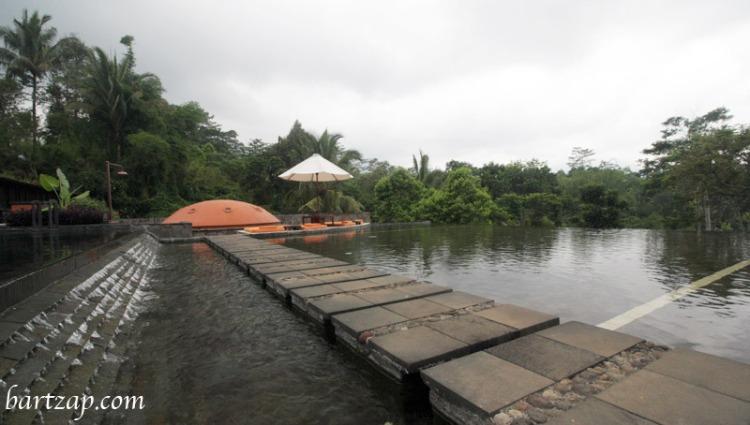 kolam-renang-mesastila-resort-magelang