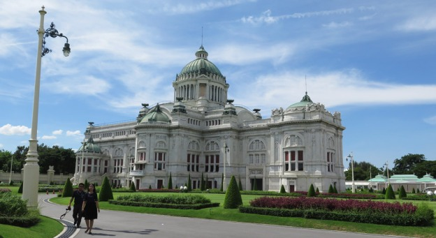 ananta-samakhom-throne-hall-istana-dusit