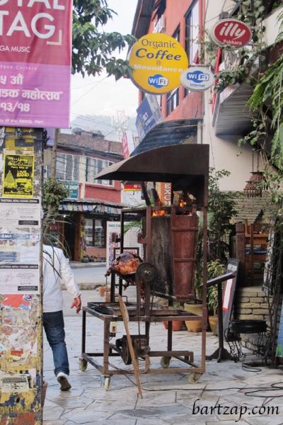 suasana-jalan-utama-pokhara-02