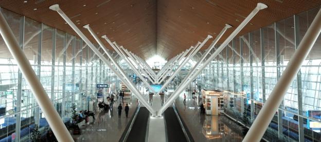 10-tips-bermalam-di-bandara-bartzap