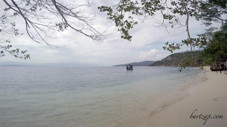 pantai-tanjung-karang-donggala-berpasir-putih