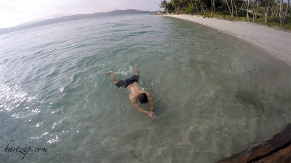 berenang-di-pantai-labuana-donggala-2