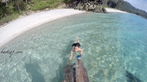 berenang-di-pantai-labuana-donggala-3