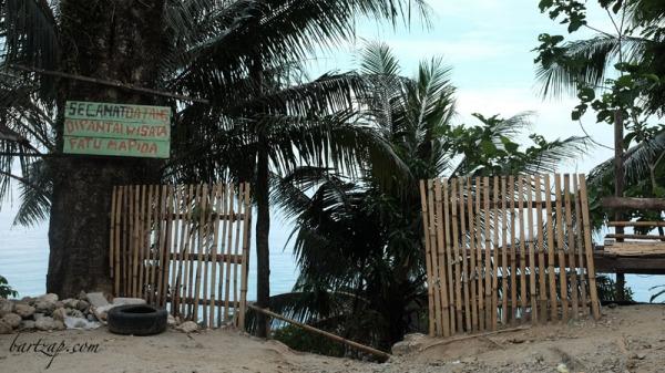 pintu-pantai-fatu-mapida-pantai-labuana-donggala