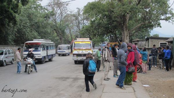 jalan-menuju-dermaga-danau-phewa-pokhara-peace-pagoda