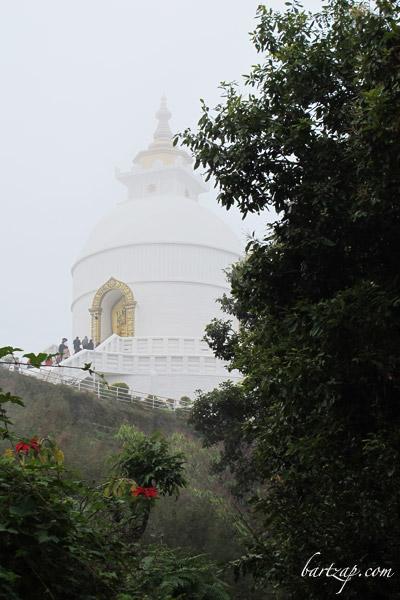 peace-pagoda-di-bukit-ananda-pokhara
