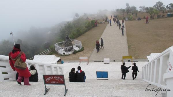 suasana-sekitar-pelataran-peace-pagoda-pokhara