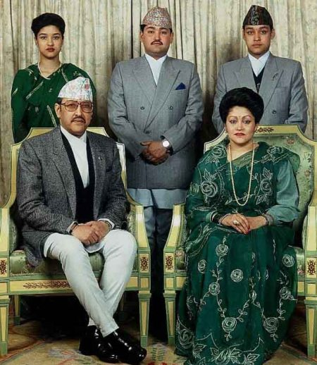 raja-birendra-pangeran-dipendra-dan-keluarga
