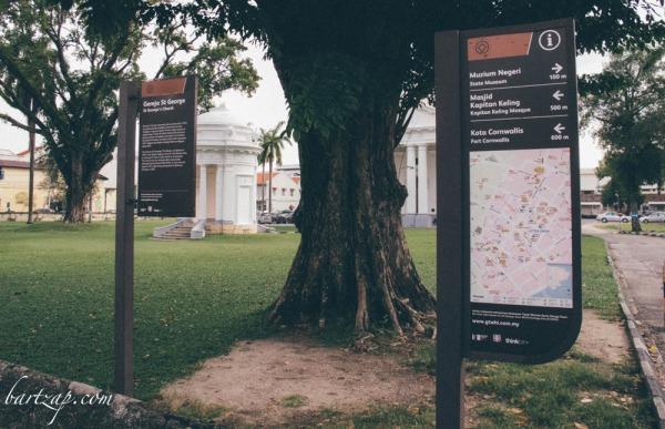 papan-informasi-di-depan-gereja-saint-george