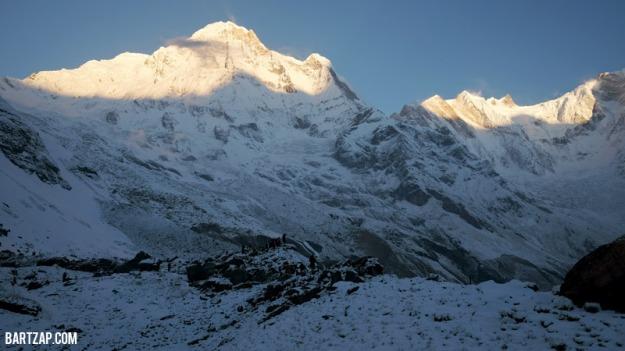 puncak-annapurna-satu-bagian-selatan-terlihat-dair-annapurna-base-camp