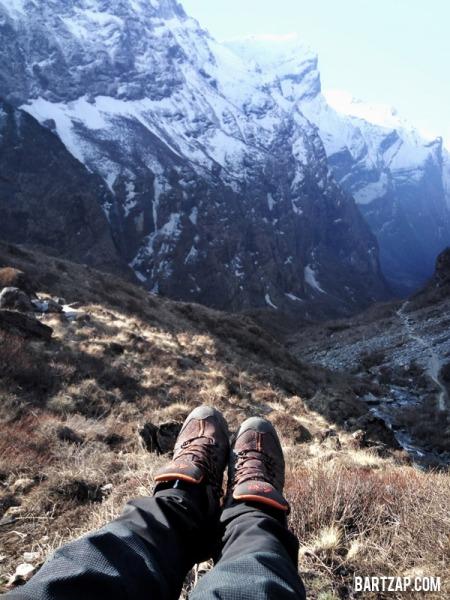 sepatu-trekking-tips-trekking-di-musim-hujan-bartzap-dotcom