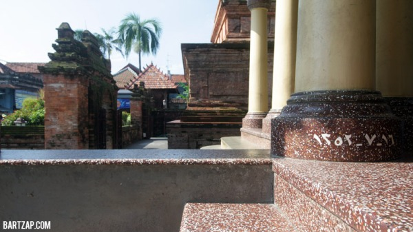 detail-lantai-dan-tiang-serambi-masjid-al-aqsha-menara-kudus-sunan-kudus-bartzap-dotcom