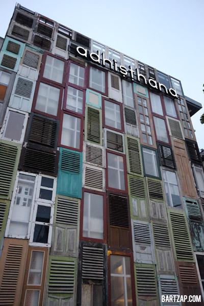 fasad-hotel-adhistana-yogyakarta-persembunyian-di-prawirotaman-bartzap-dotcom-yogyakarta