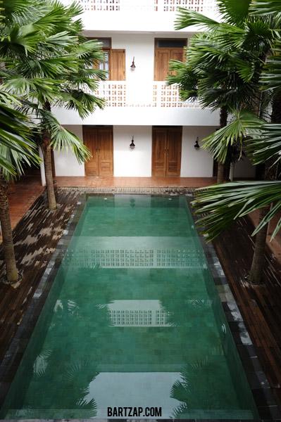 kolam-renang-hotel-adhistana-yogyakarta-persembunyian-di-prawirotaman-bartzap-dotcom-yogyakarta