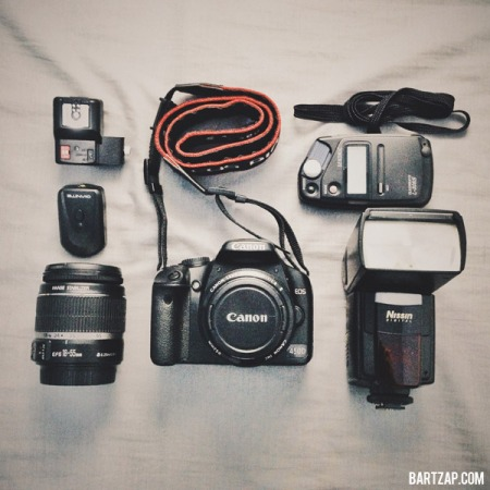 kamera-lensa-dan-flash-9-tips-foto-selfie-ketika-jalan-sendiri-bartzap-dotcom