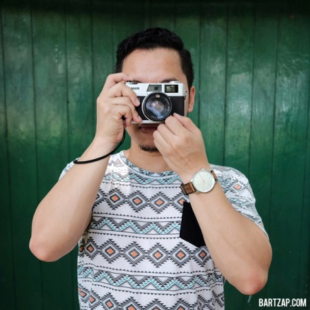 9-tips-foto-selfie-ketika-jalan-sendiri-bartzap-dotcom