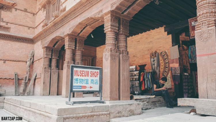 museum-shop-basantapur--palace-katmandhu-fujifilm-x70-bartzap-dotcom