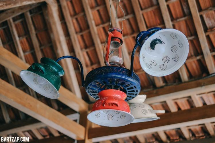 kap-lampu-antik-sehari-semalam-di-djajanti-house-semarang-bartzap-dotcom