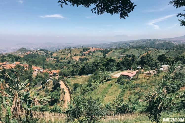 pemandangan-di-bukit-moko-tiga-cara-menikmati-bandung-dalam-24-jam-bartzap-dotcom