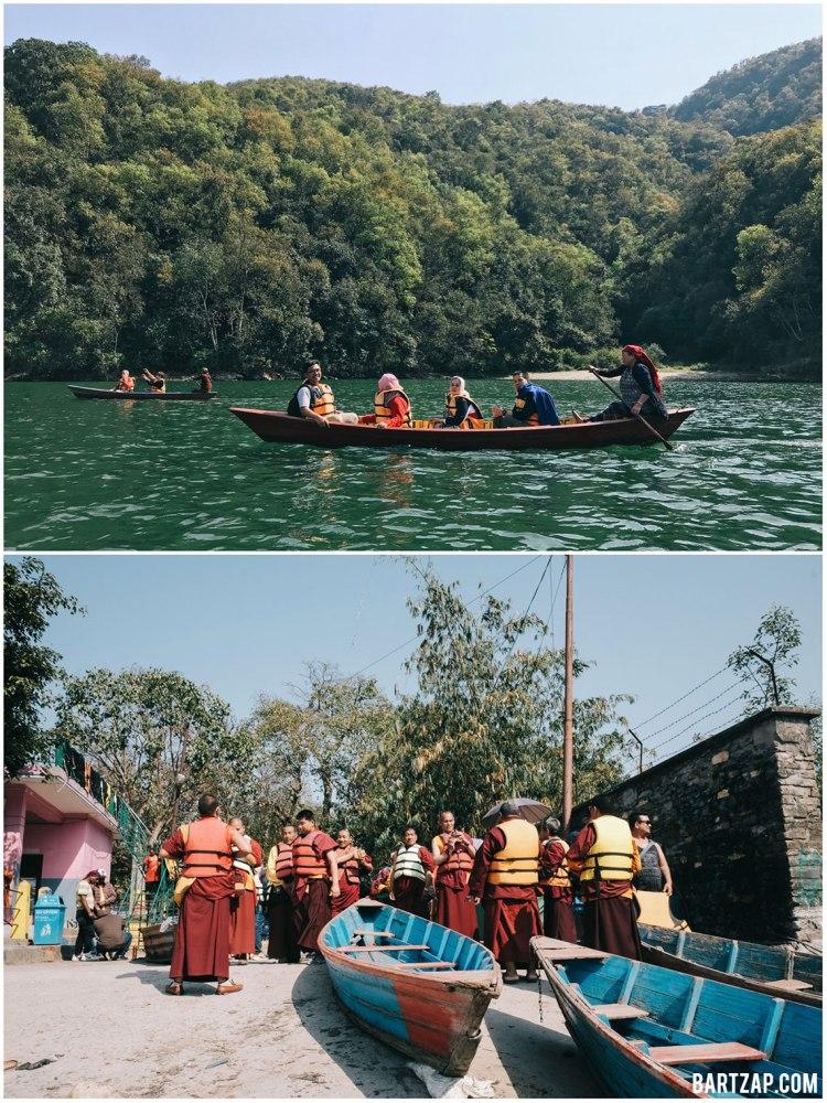 berperahu-di-danau-phewa-pokhara-3-nepal-cultural-trip-2018-catatan-perjalanan-bersama-kawan-bartzap-dotcom