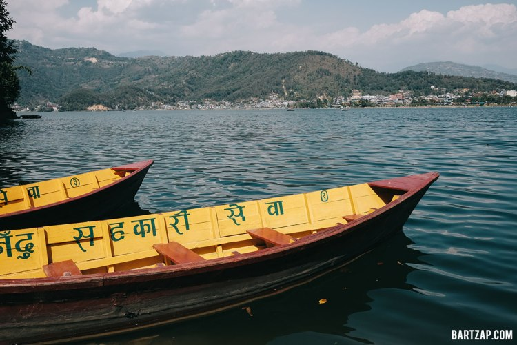 berperahu-di-danau-phewa-pokhara-nepal-cultural-trip-2018-catatan-perjalanan-bersama-kawan-bartzap-dotcom