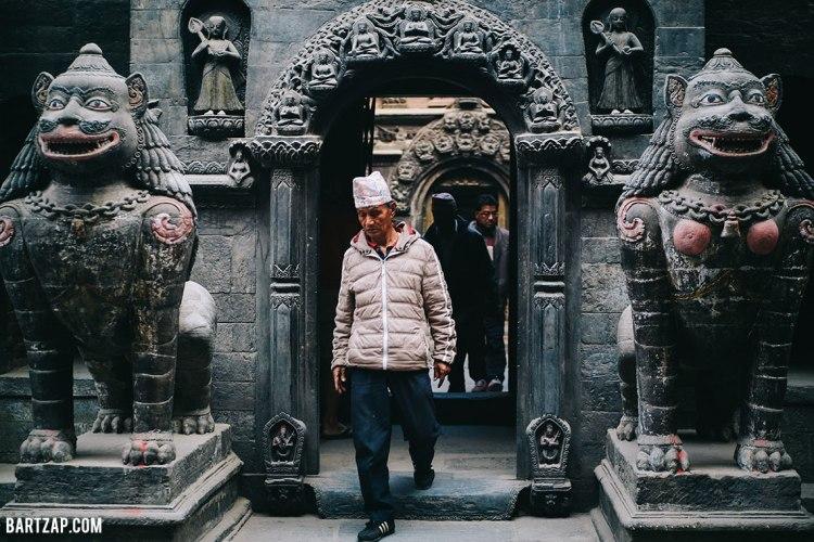 gerbang-golden-temple-di-patan-lalitpur-nepal-cultural-trip-2018-catatan-perjalanan-bersama-kawan-bartzap-dotcom