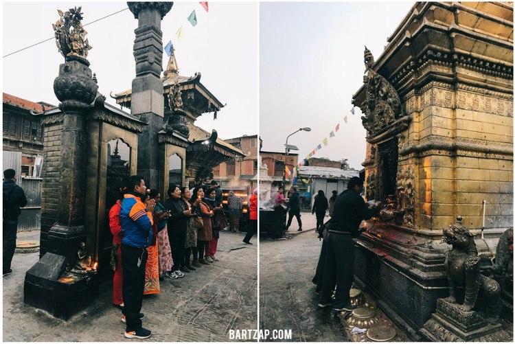 kesibukan-peziarah-di-swayambunath-pagi-hari-nepal-cultural-trip-2018-catatan-perjalanan-bartzap-dotcom