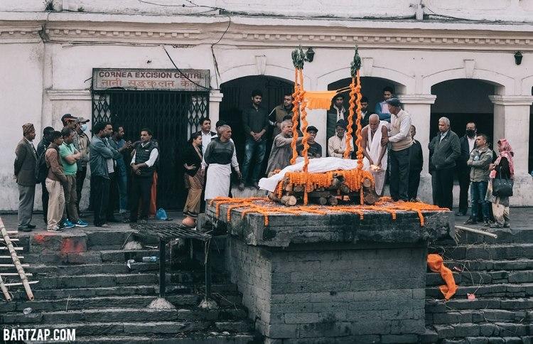 kremasi-di-pashupatinath-nepal-cultural-trip-2018-catatan-perjalanan-bersama-kawan-bartzap-dotcom