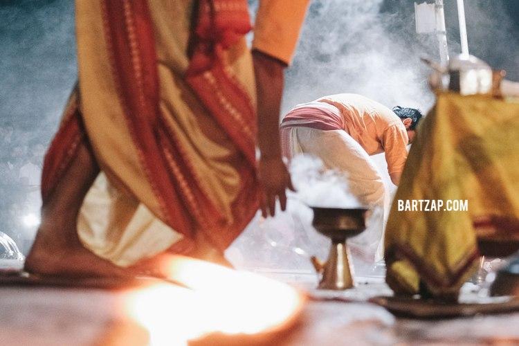 puja-di-pashupatinath-nepal-cultural-trip-2018-catatan-perjalanan-bersama-kawan-bartzap-dotcom