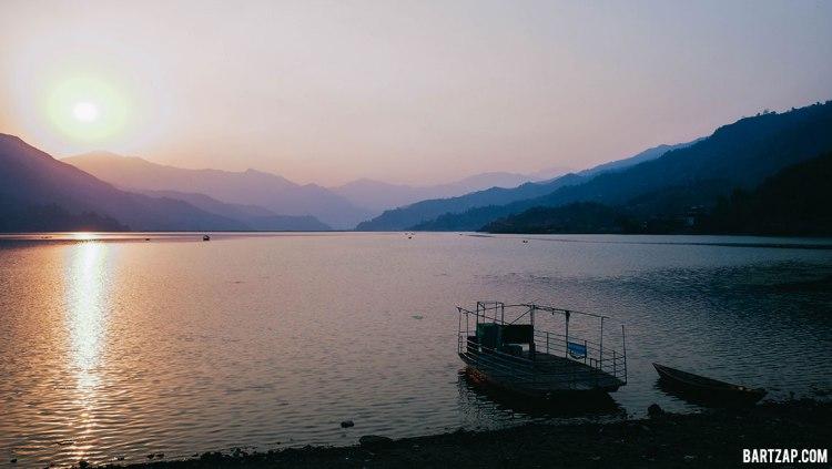 senja-di-danau-phewa-pokhara-nepal-cultural-trip-2018-catatan-perjalanan-bersama-kawan-bartzap-dotcom 2