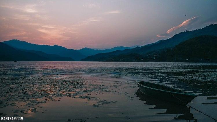 senja-sunyi-di-danau-phewa-pokhara-nepal-cultural-trip-2018-catatan-perjalanan-bersama-kawan-bartzap-dotcom 2