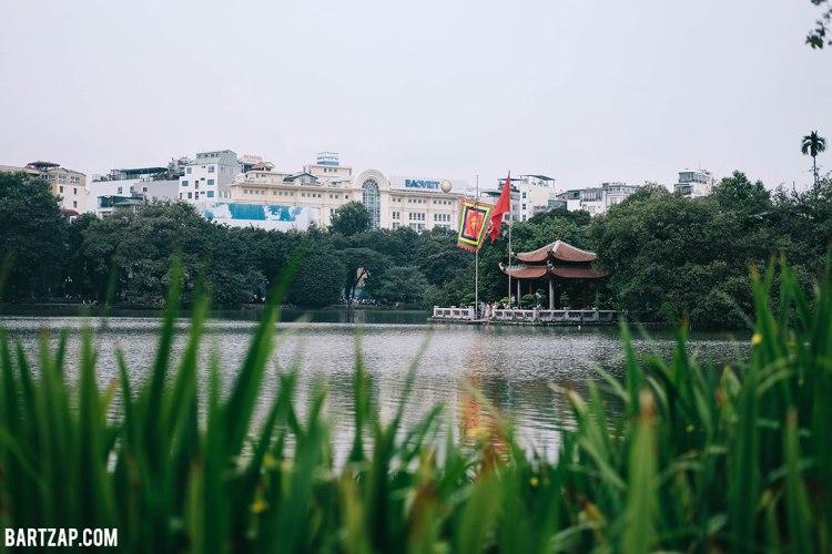 kuil-ngoc-son-di-danau-hoan-kiem-hanoi-vietnam-pada-pandangan-pertama-bartzap-dotcom