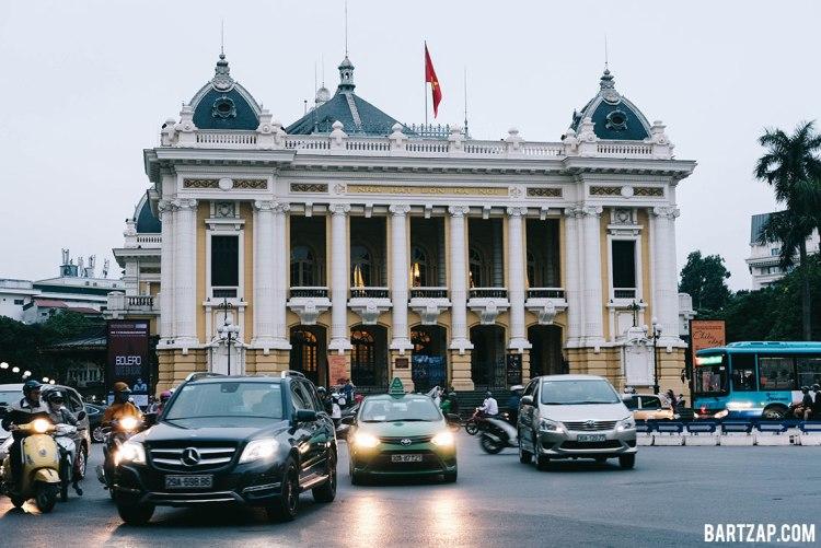 opera-house-di-hanoi-vietnam-pada-pandangan-pertama-bartzap-dotcom