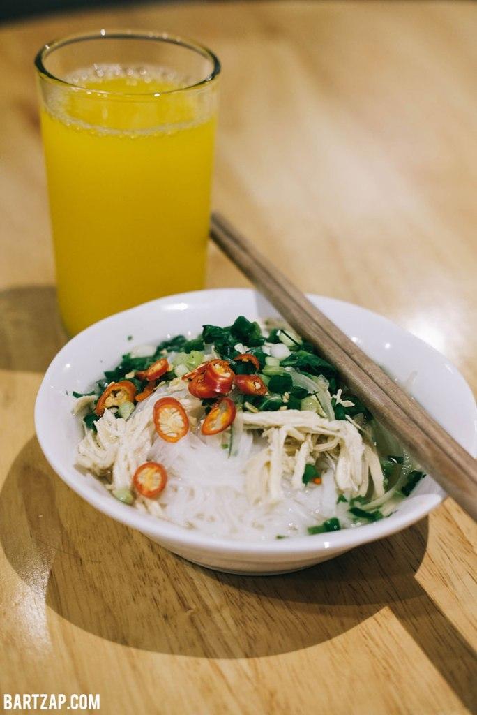 pho-ga-di-hanoi-vietnam-pada-pandangan-pertama-bartzap-dotcom