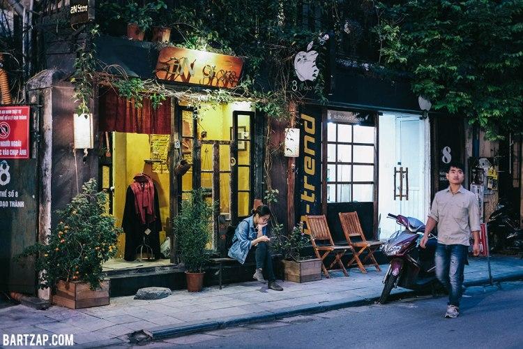 suasana-di-old-quarter-hanoi-vietnam-pada-pandangan-pertama-bartzap-dotcom