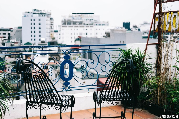 rooftop-nexy-hostel-penginapan-backpacker-keren-di-hanoi-old-quarter-bartzap-dotcom