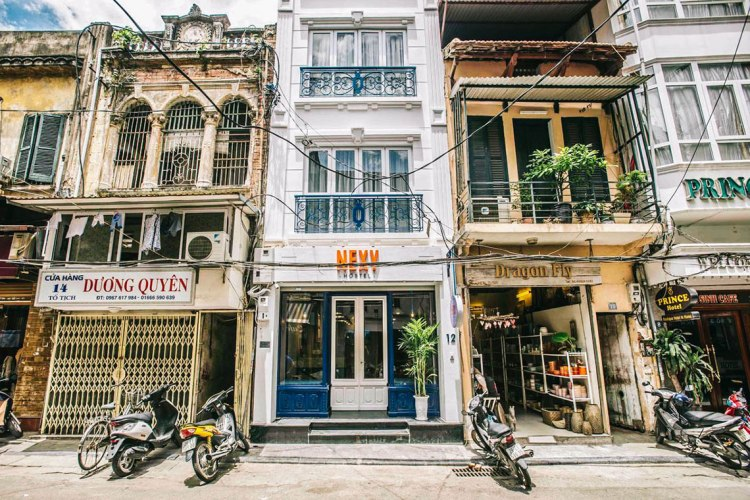 tampak-depan-nexy-hostel-penginapan-backpacker-keren-di-hanoi-old-quarter-bartzap-dotcom