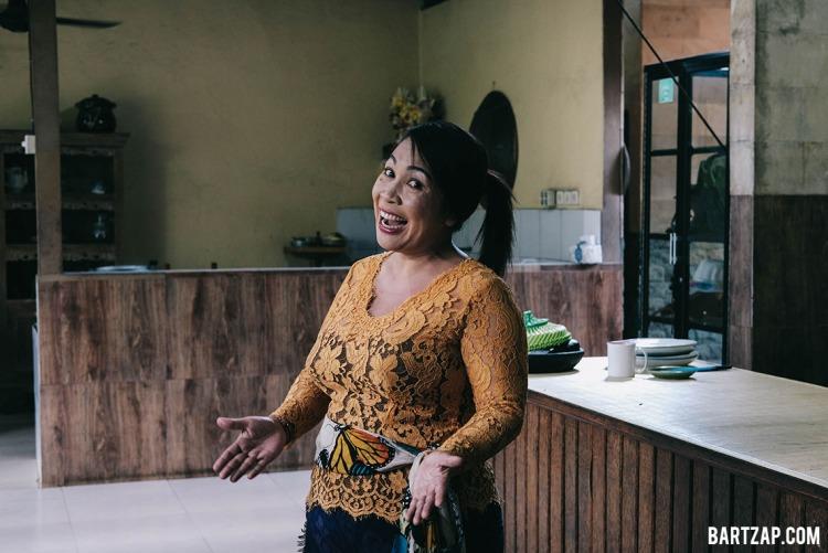 ibu-puspa-paon-bali-ubud-kelas-memasak-di-paon-bali-bartzap-dotcom